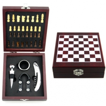 BAR GIFT SET AND CHESS GAME IN BOX