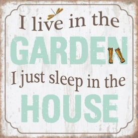 I LIVE IN THE GARDEN PLAQUE